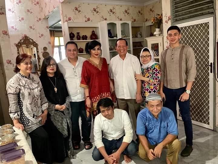 Momen Sederhana nan Khidmat di Lebaran Keluarga Besar Maya Reza