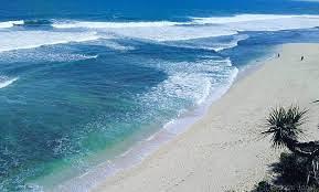 Pantai Sanglen - Hamparan pasir putih dan air yang nampak biru