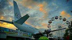 PESAWAT BOEING 737-200 TERBANGKAN OMZET BISNIS WARUNG MAKAN INI
